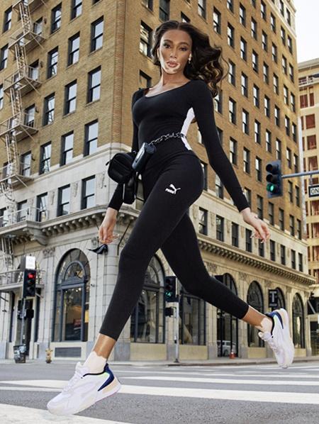 Sokak stiline uygun klasik tarz ve rahatlık bir arada. Maksimum hareket özgürlüğü ve konfor sunan ergonomik detaylar SPOR GİYİM